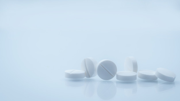 7-white-round-tablets-pill-isolated-on-white-background-with-beautiful-and-unique_33867-90
