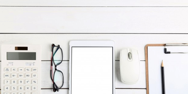 glasses-calculator-and-tablet-on-white-neat-desk_1387-390